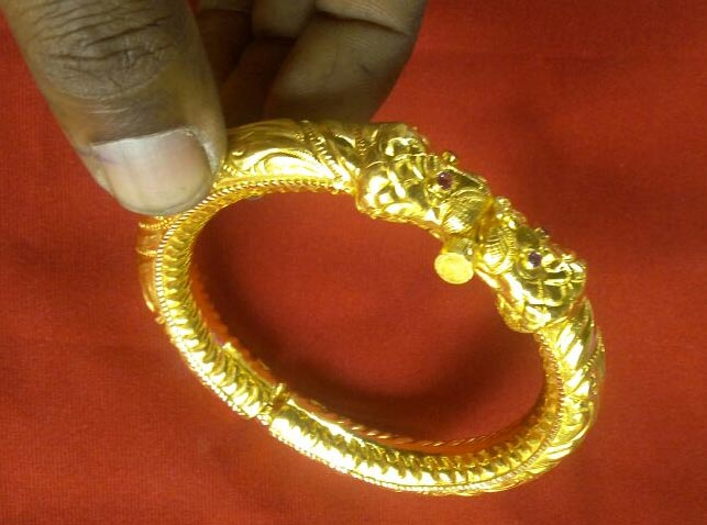 Temple jewellery maker theni